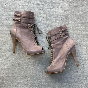 Steve Madden Peep Toe Lace Up Booties Sz 9
